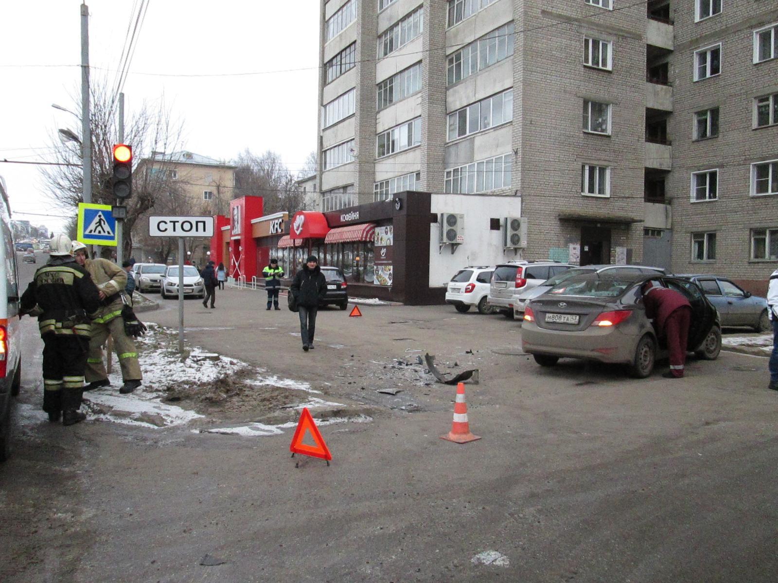На Октябрьском проспекте столкнулись две иномарки.
