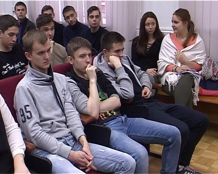 Сотни кировчан стали участниками тотального экзамена по ПДД
