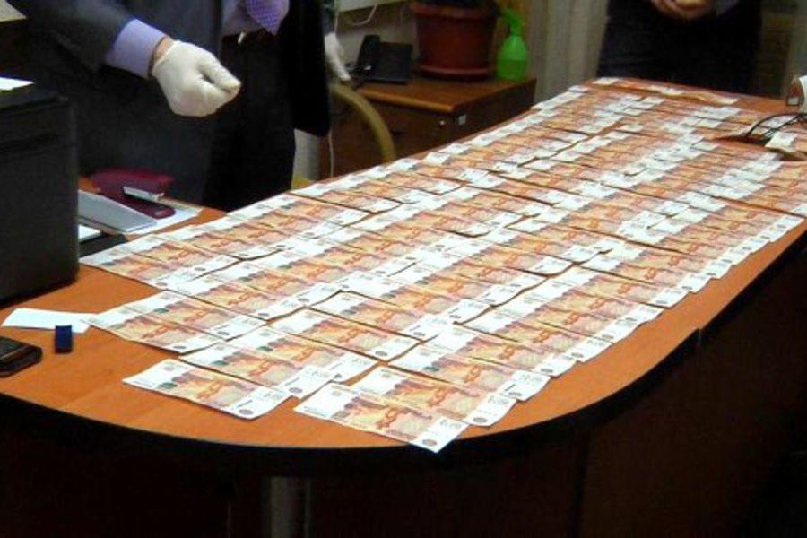В Кирове задержан инженер одного из госпредприятий, подозреваемый в получении крупной взятки.