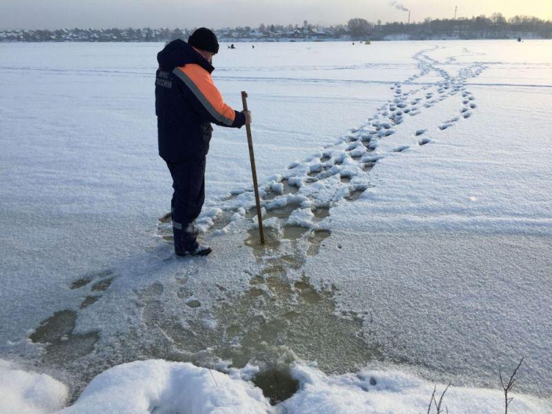 МЧС: река Вятка в черте города Кирова пока опасна для зимней рыбалки.