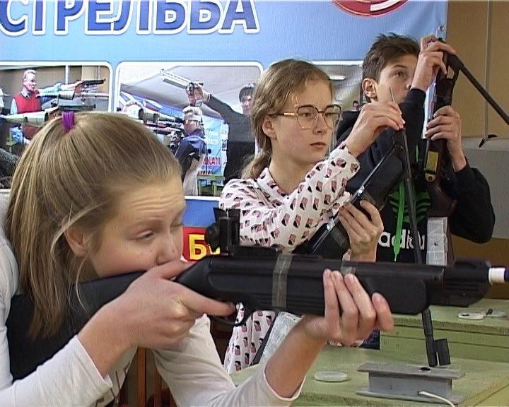 Кировчане сдали экзамен на меткость и выносливость
