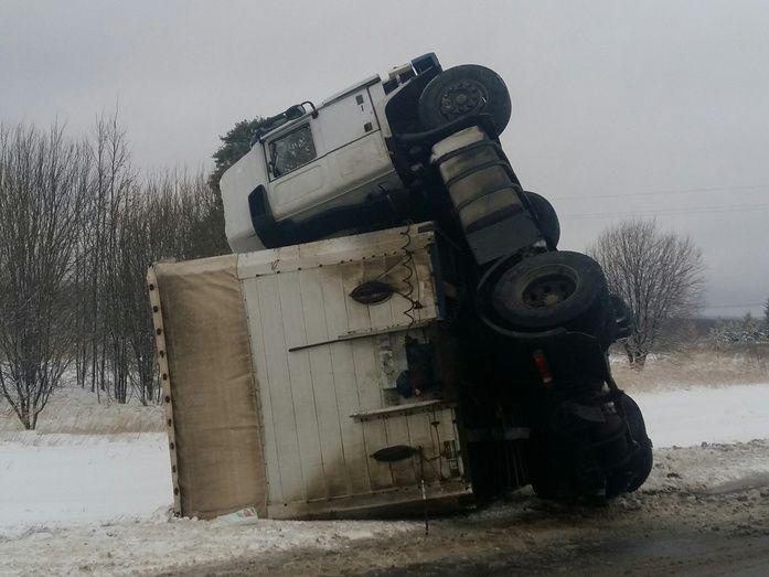 Натрассе «Вятка» перевернулся фургон, погибла женщина