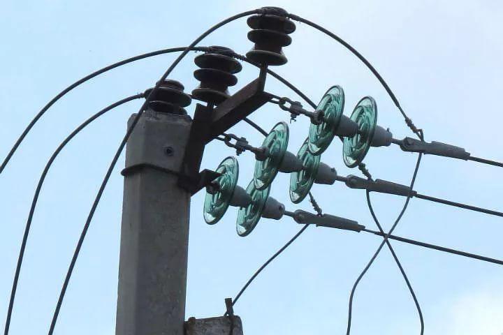 В Кировской области сильные порывы ветра оставили без электричества несколько населенных пунктов.