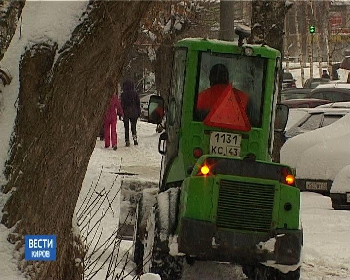 Подрядчики снова не успевают справляться со снегом