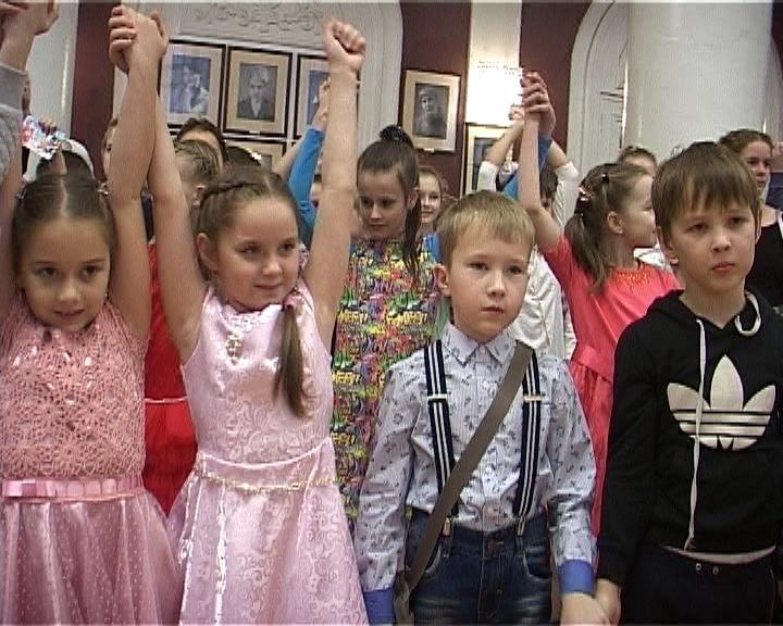 Новогоднее шоу для одаренных детей прошло в областном драмтеатре