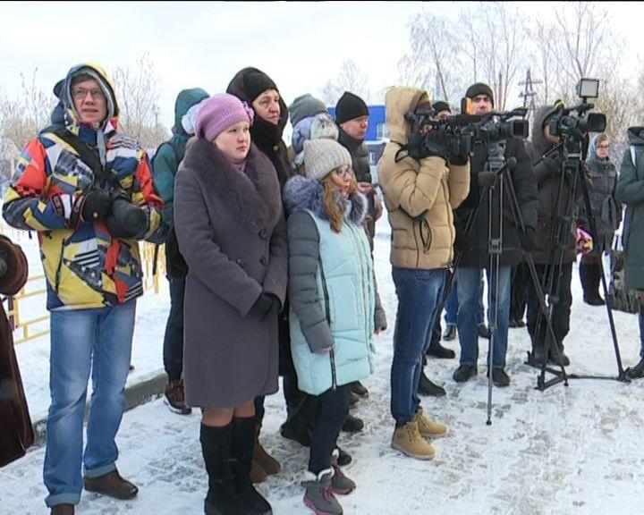 В Кирове дети-сироты получили ключи от новых квартир