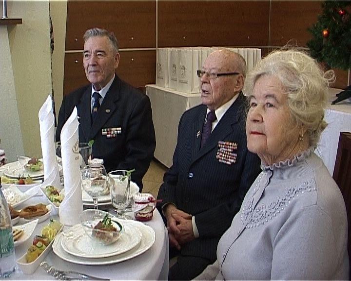 Самые заслуженные и успешные кировчане встретились с главой города Кирова