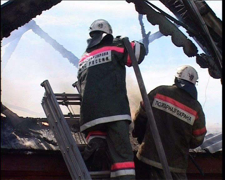 Ночью в Кировской области горели жилой дом и сарай