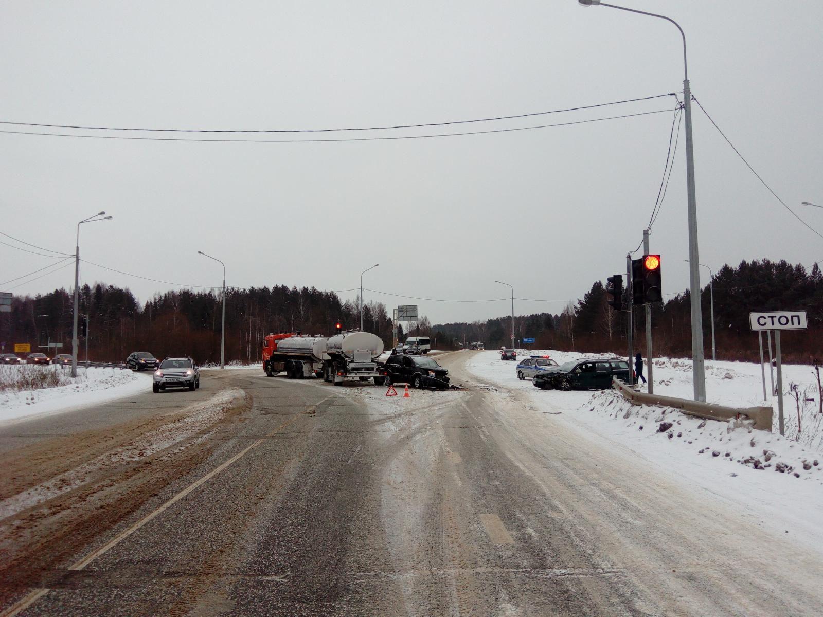 В Кирово-Чепецком районе произошло тройное ДТП.