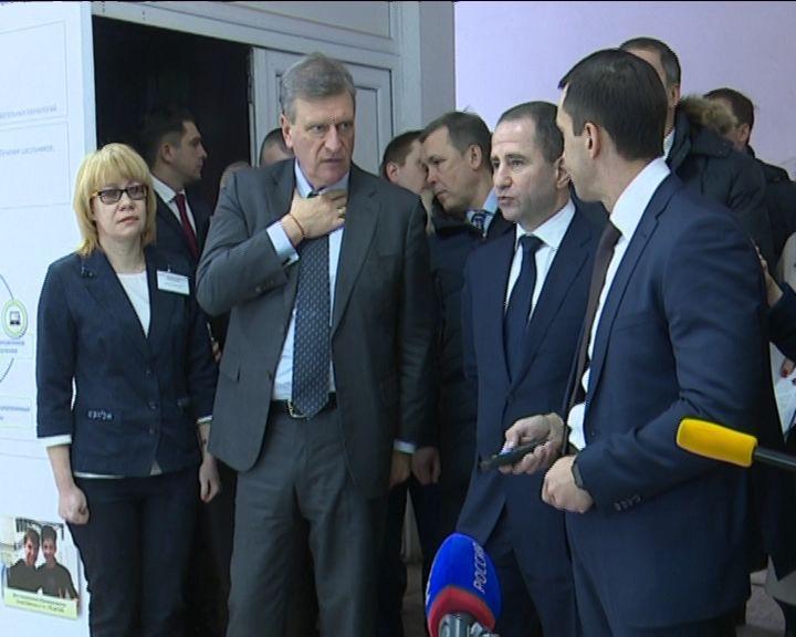 Михаил Бабич познакомился с работой дистанционного центра образования