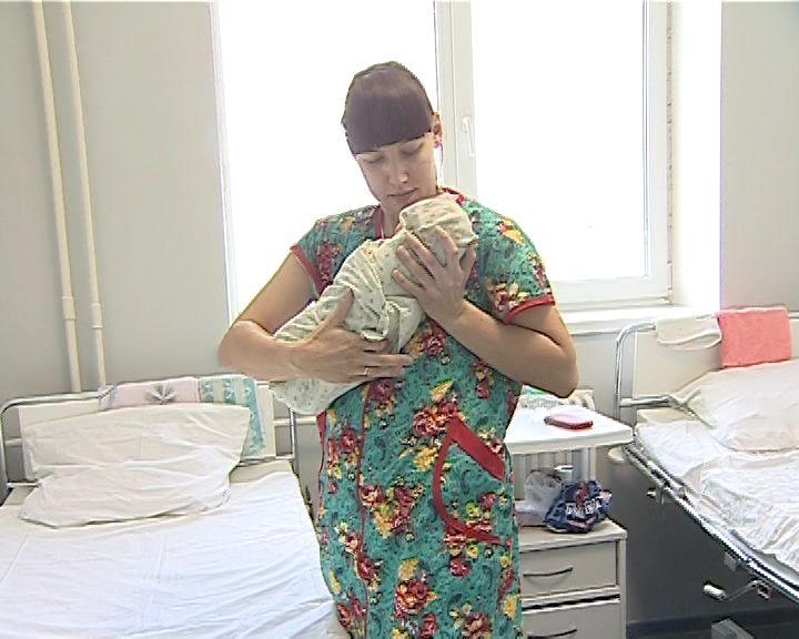 Кировчане могут подать заявления вМФЦ навыплаты при рождении первенца