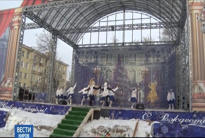 На Театральной площадки заработал новый сценический комплекс