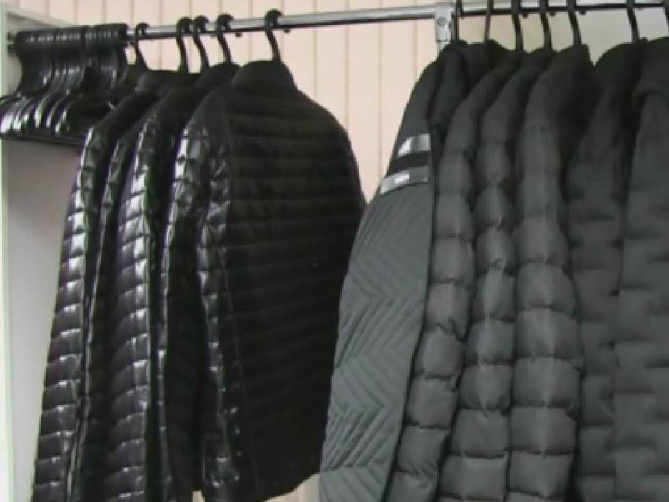 В Кирове в магазине на улице Горького торговали контрафактной одеждой.