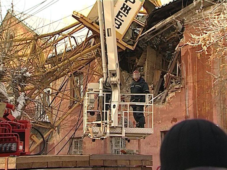 Жильцов дома, на который рухнул кран, разместят в маневренном фонде