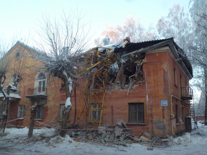 МЧС завершило обследование дома после падения крана вКирове