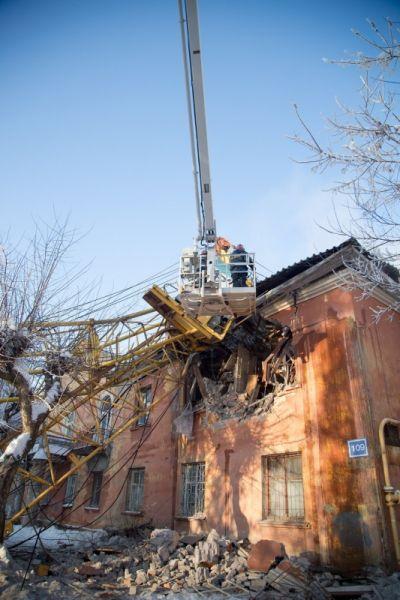 Теплоснабжение домов в районе падения крана восстановлено.