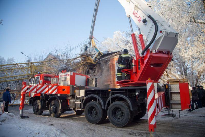 В Кирове ввели режим ЧС в связи с разрушением жилого дома в результате падения крана.