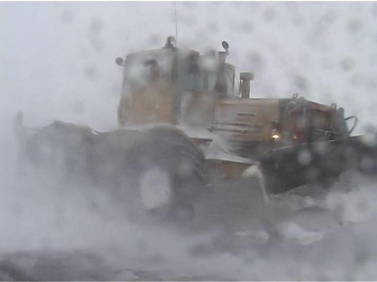 На федеральных трассах продолжается уборка снега