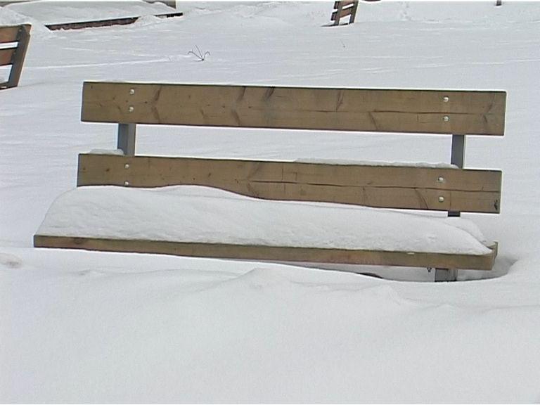 В кировские парки вернут скамейки
