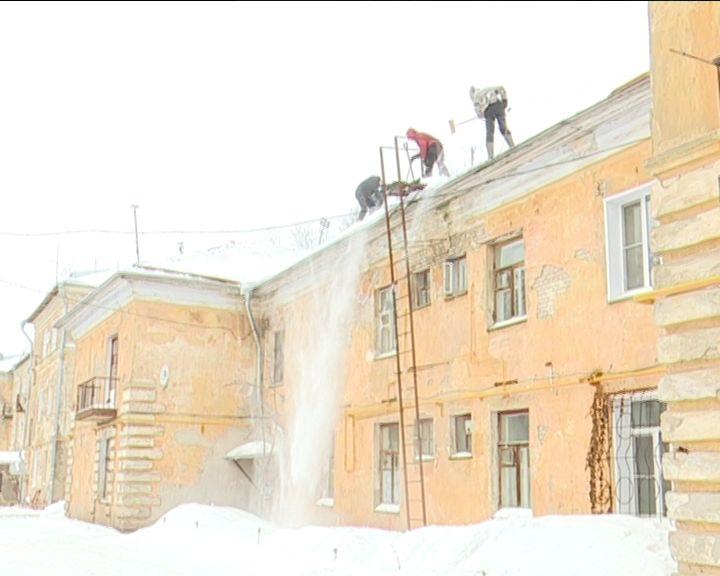 Контроль за очисткой крыш от снега