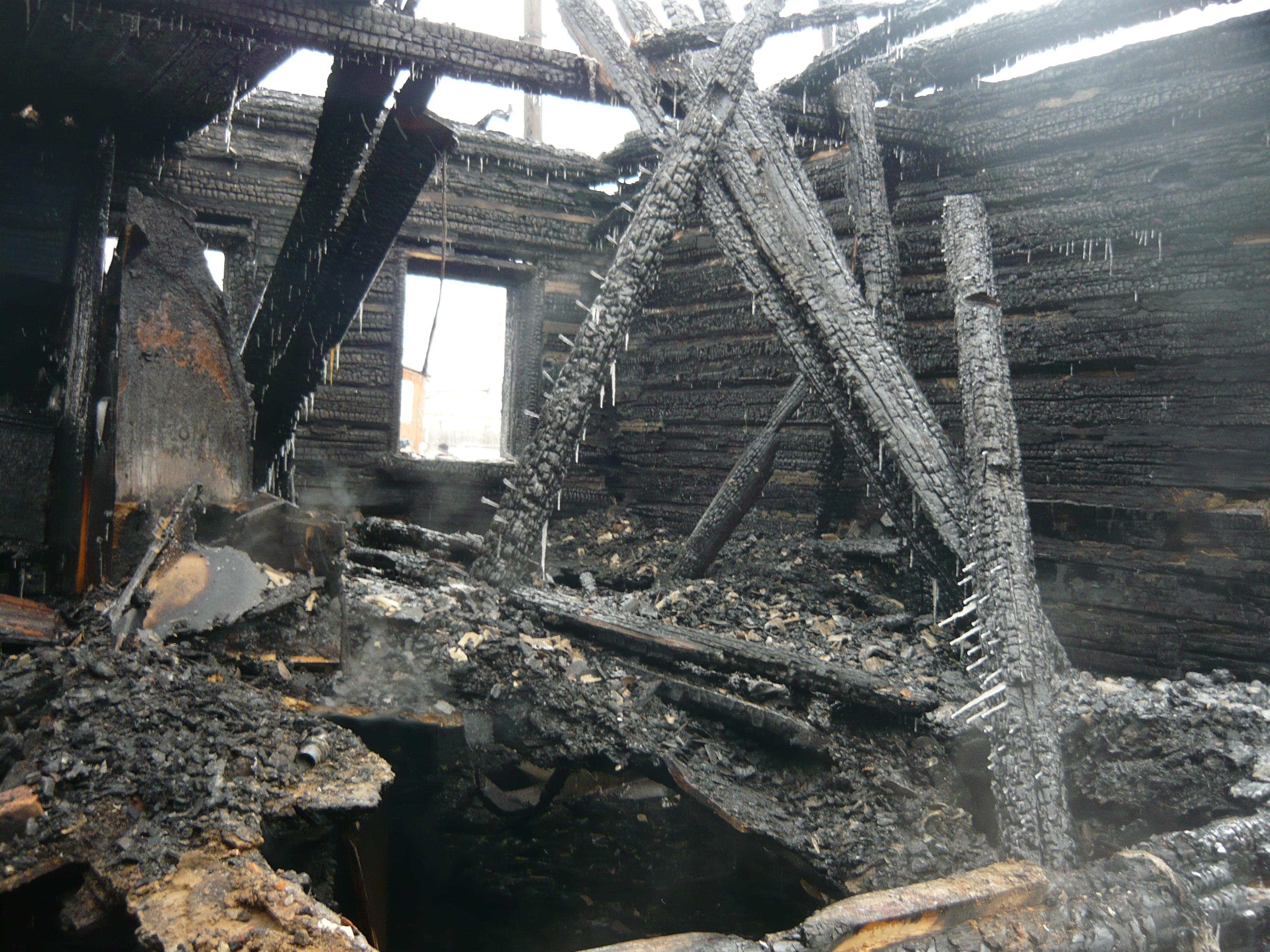 По факту пожара в Белой Холунице проводится доследственная проверка.