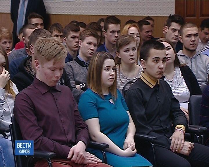 Виктор Савиных рассказал студентам о полётах в космос