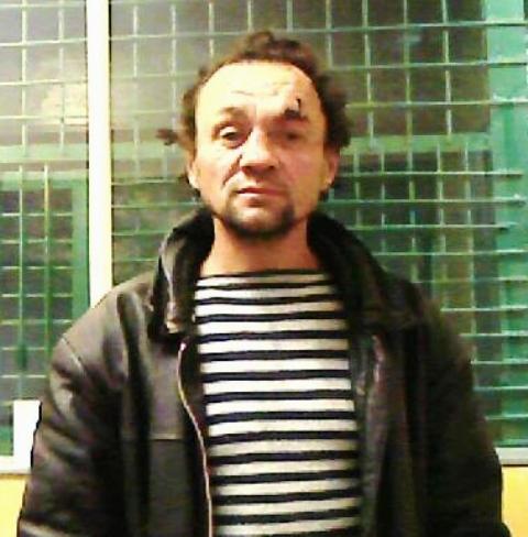 В Кирове ищут мужчину, подозреваемого в мелком взяточничестве.