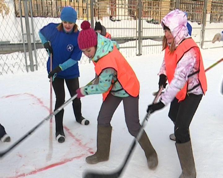 Профсоюзы провели турнир по хоккею на снегу