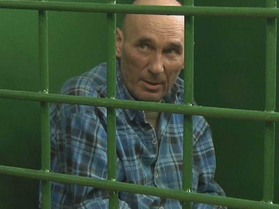 Житель Кирова ранил своего знакомого ножом и угнал автомобиль.