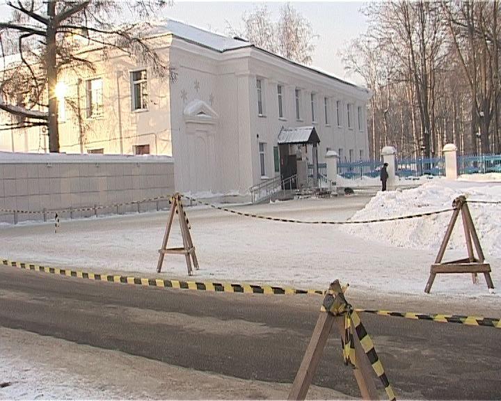 Почему ограничили парковку у областной больницы на Воровского