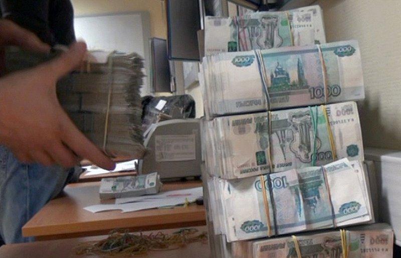 Жителя Кирова приговорили к 4 годам колонии за аферу на 25 млн. рублей.
