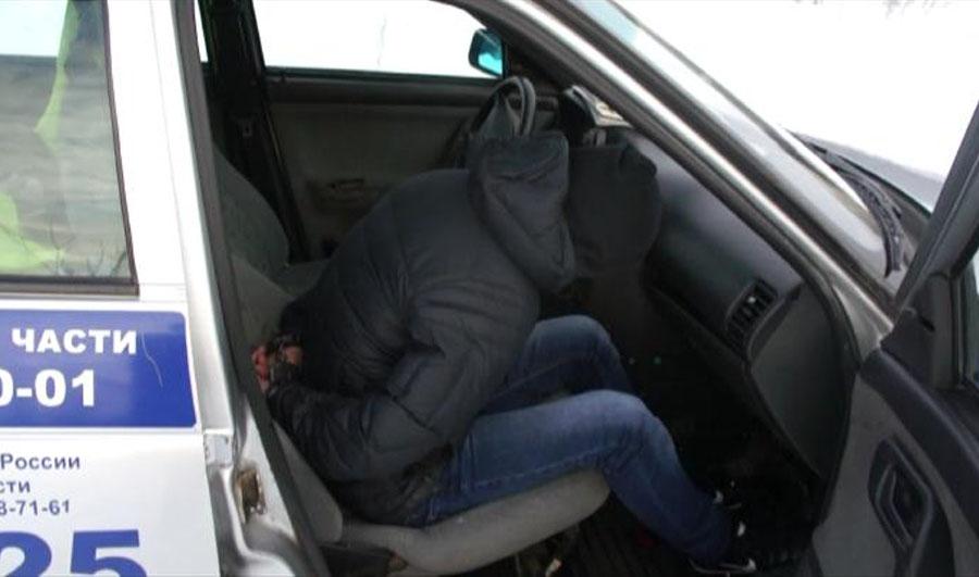 В гаражах на улице Мельничной задержали двух наркоманов.