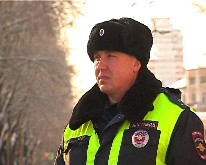 16 лет охраняет порядок на кировских улицах инспектор ГИБДД Виталий Моисеев