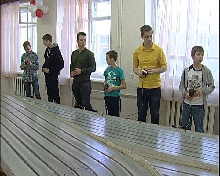 В Кирове проходят соревнования по автомодельному спорту