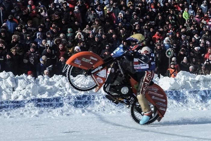 Кировский гонщик Эдуард Крысов стал серебряным призером Чемпионата Европы по мотогонкам на льду.