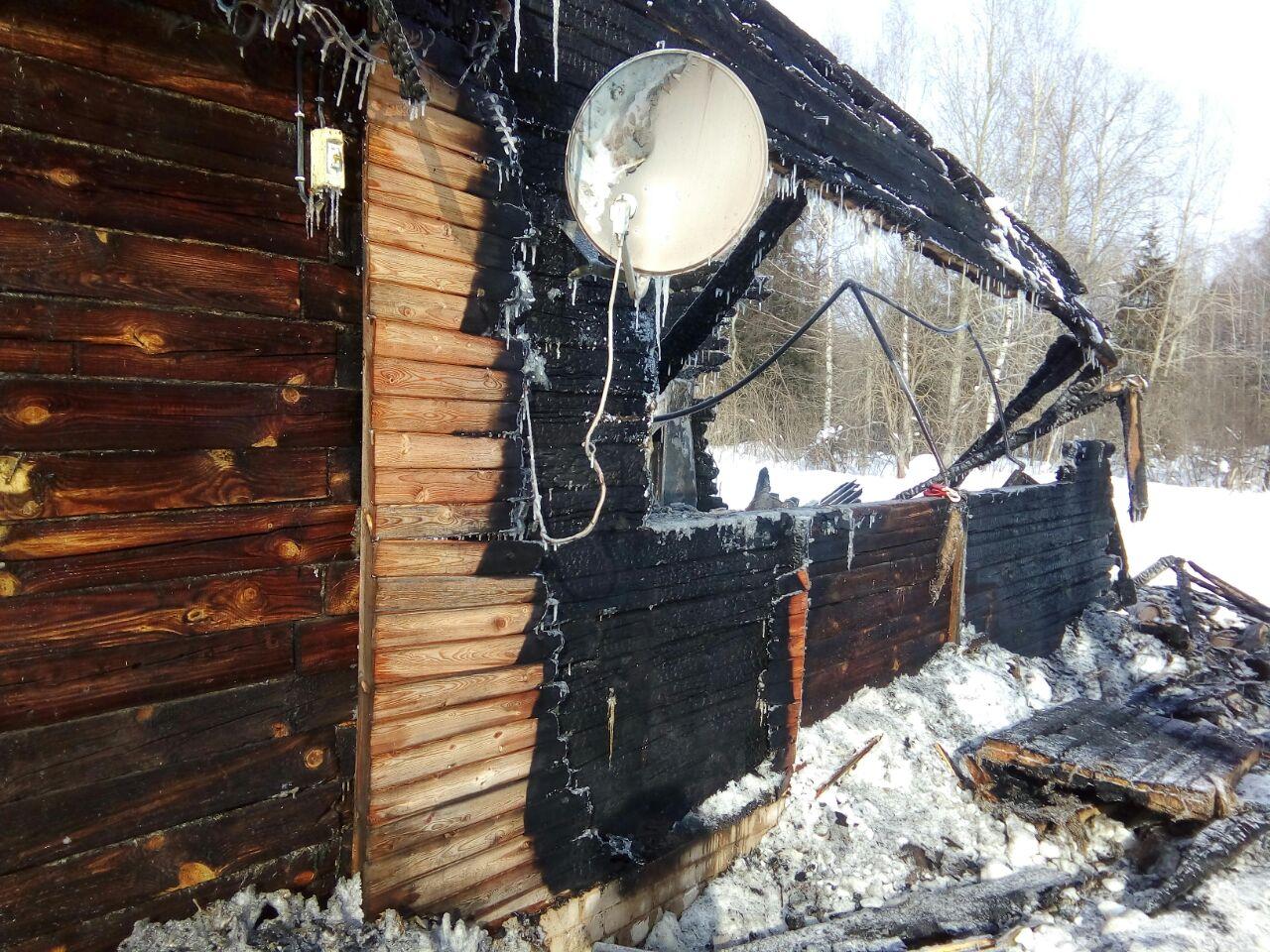В Арбаже в сгоревшем доме нашли тела 28-летней женщины и ее 6-летнего сына.