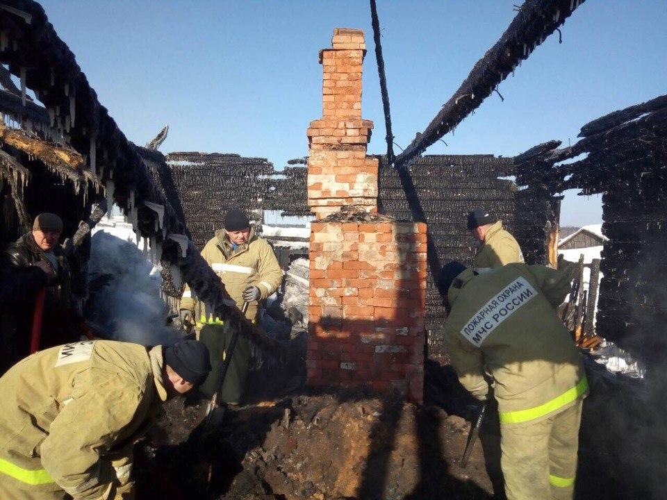 В Юрьянском районе расследуют обстоятельства гибели на пожаре трех человек.
