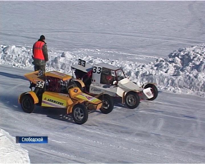 В Слободском состоялись межрегиональные соревнования по автогонкам