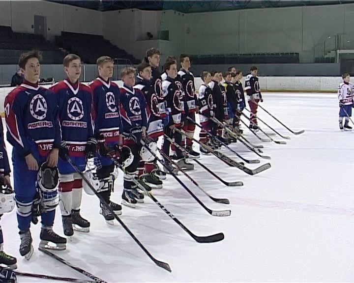 В Кирово-Чепецке проходит турнир для юных хоккеистов