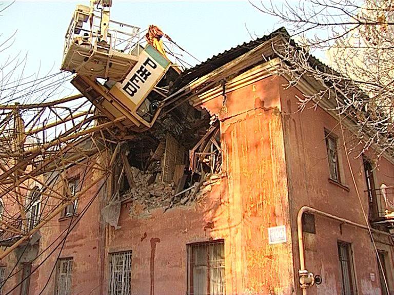 Прокуратура выявила нарушения норм технической эксплуатации в доме, пострадавшем от падения крана.
