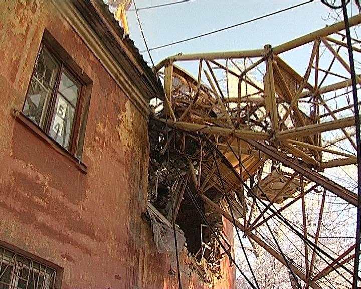 Прокуратура Октябрьского района проверила действия строительной организации, которой принадлежал башенный кран, упавший на жилой дом