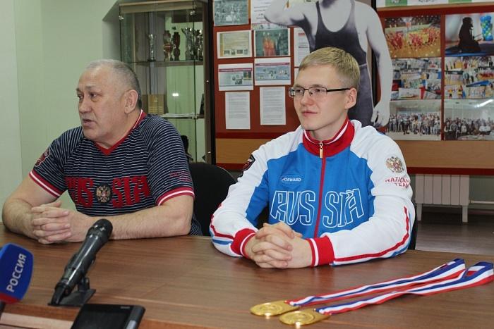 Кировский гиревик завоевал бронзовую медаль юниорского первенства России.