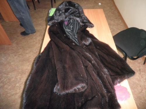 В Лузском районе соседка украла у соседа норковую шубу за 80 тысяч рублей.