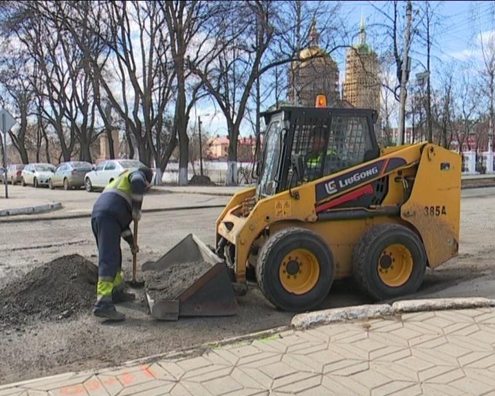 В Кирове официально дали старт сезону масштабного ремонта дорог
