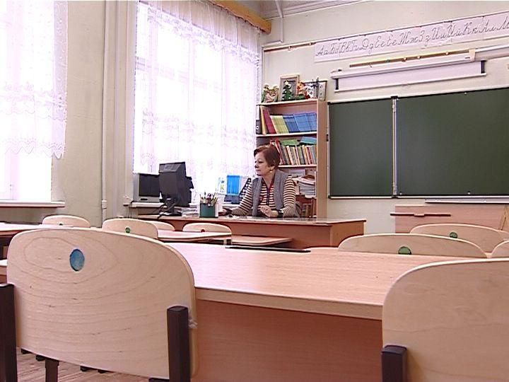 Школы работают в обычном режиме, но есть возможность учиться дистанционно