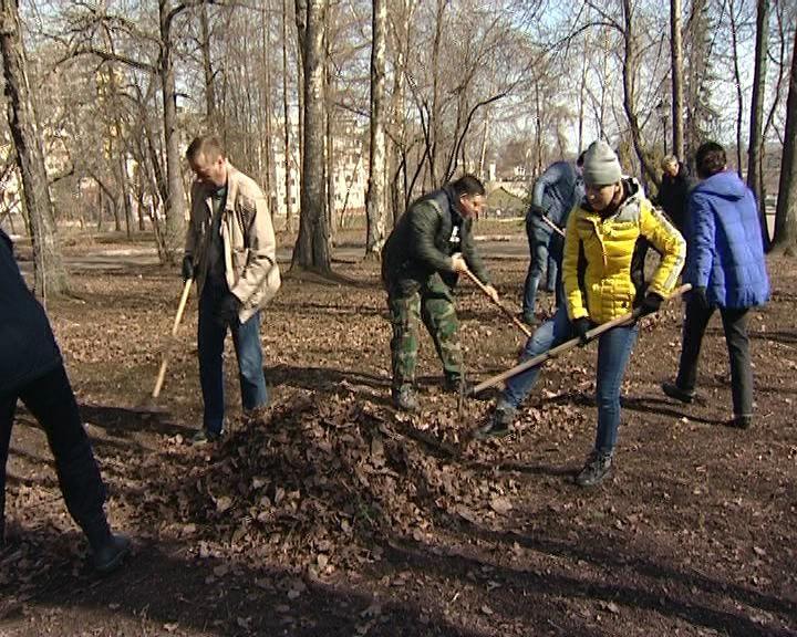 Депутаты ОЗС собрались в Александровском саду на субботник