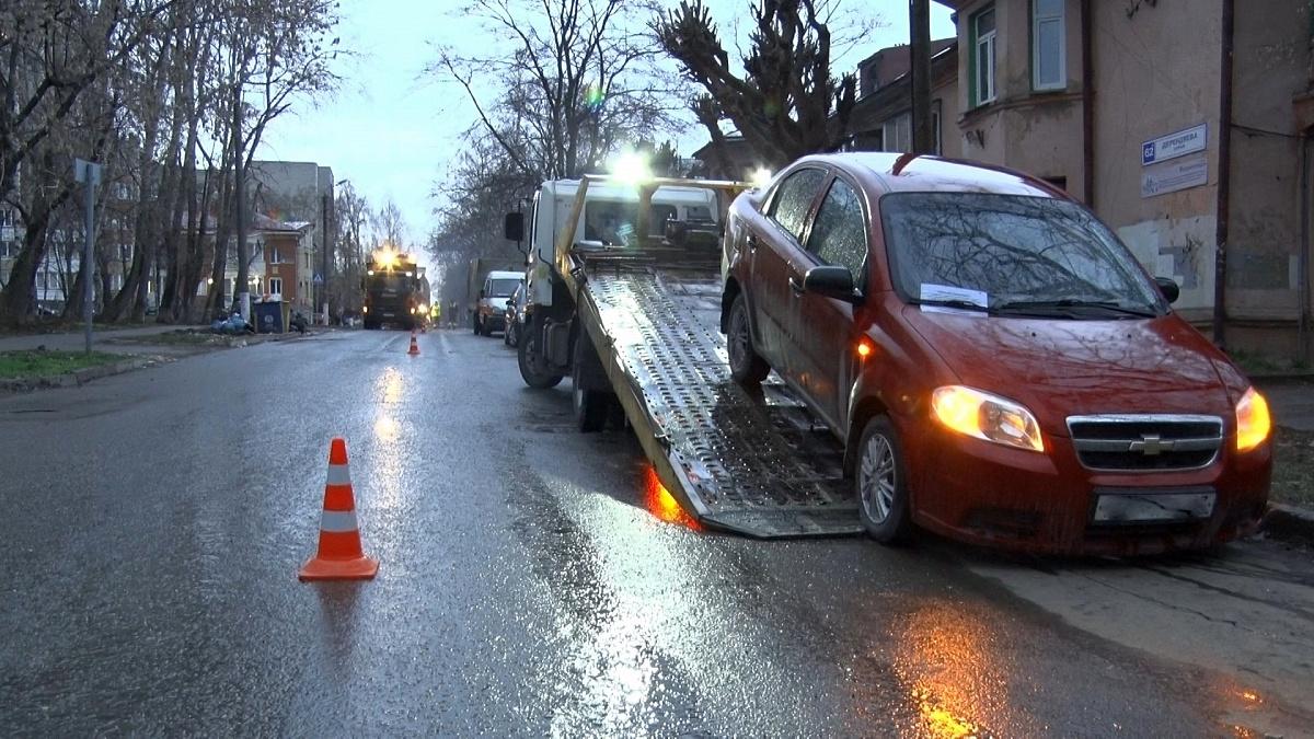 В Кирове начался ремонт улицы Дерендяева.