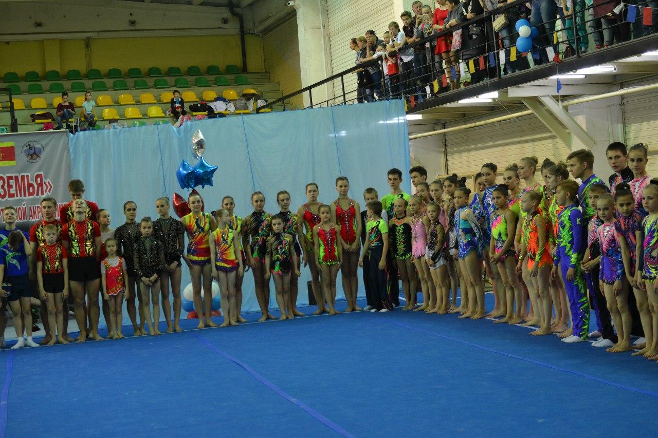 Кировские акробаты блеснули мастерством на Кубке Нечерноземья.