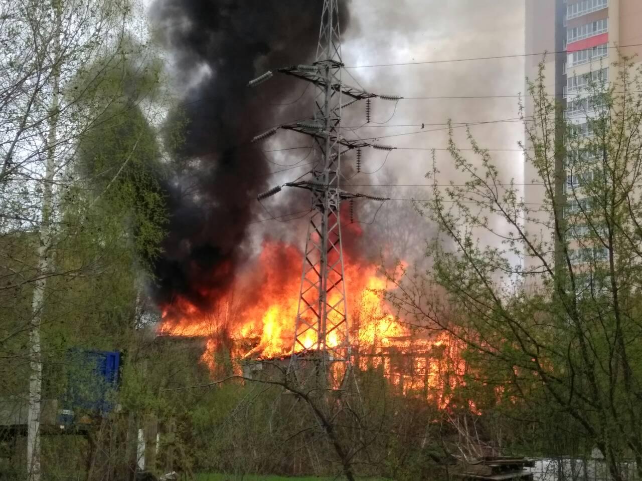 В центре Кирова сгорели несколько нежилых построек (ВИДЕО).