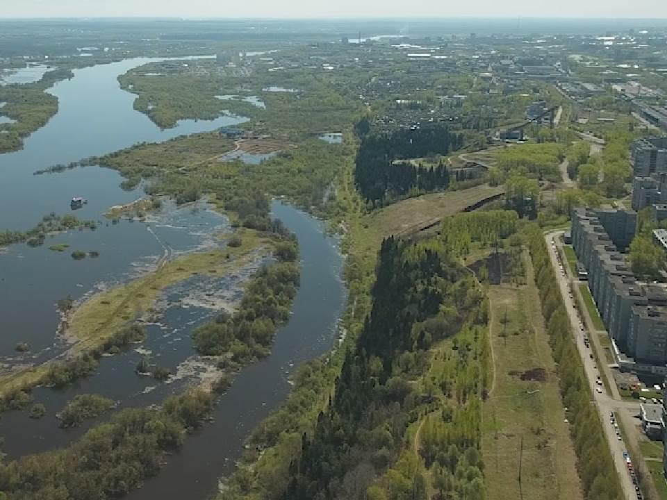 За сутки вода в реке Вятке убыла на 20 см.